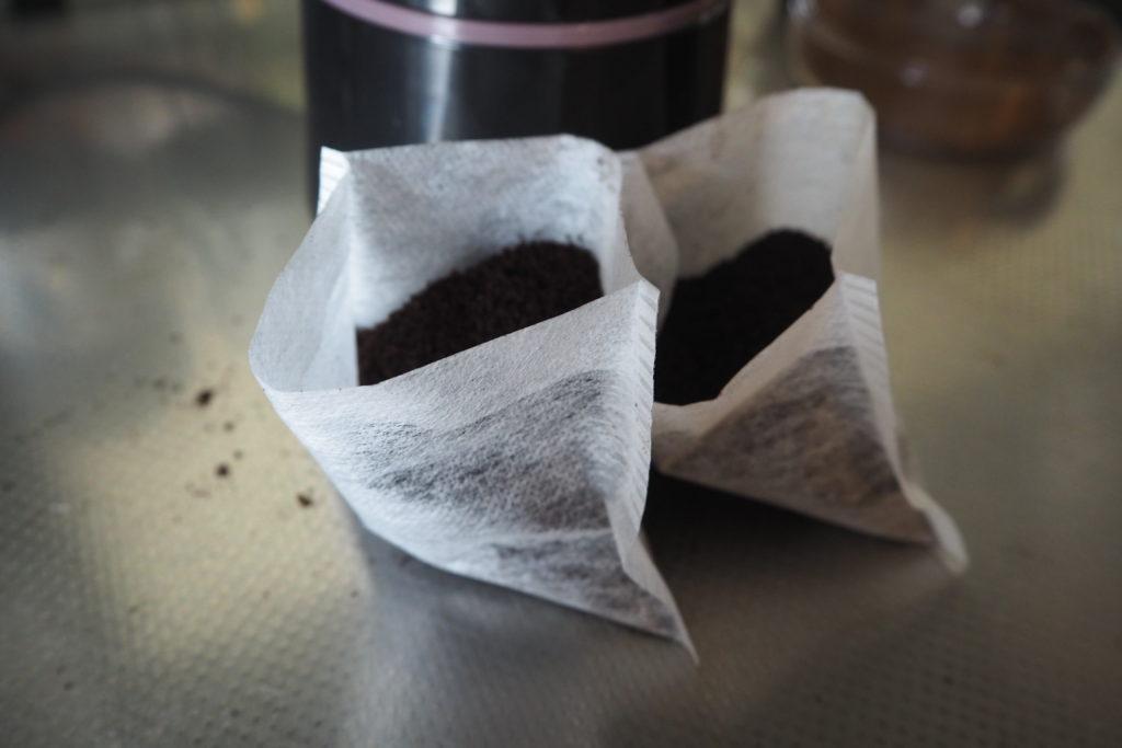 パックにコーヒー粉を入れた